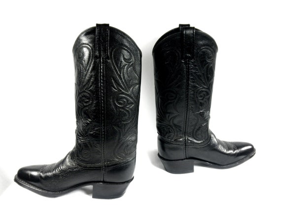 Ladies All Black Leather Dan Post Mistie Cowgirl Kickers, Intricate Stitched Wall Detail, Like-New Condition, Size 6