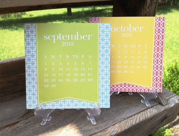 2013 Desk Calendar & Stand - Month-at-a-Glance Bold Patterns