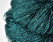 Giant clam closing forever - Tussah Silk Yarn Fingering weight