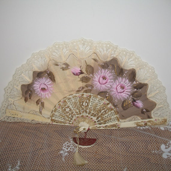 Vintage Spanish Hand Held Fan - Abanicos Giner Lace Hand Painted Fan