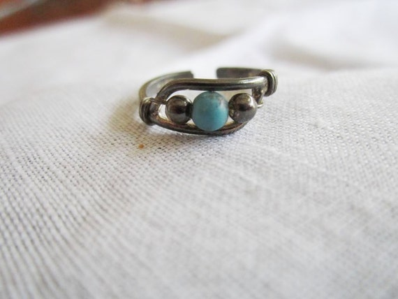 Vintage Dark Silver Tone Ring with Faux Turquoise and Silver Tone Beaded Setting