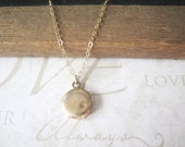 REMEMBER petite vintage locket necklace (brass)