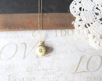 NORTH celestial star locket pendant diamond rhinestone (gold)