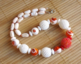Necklace braided with beads and shells in glass orange white OOAK