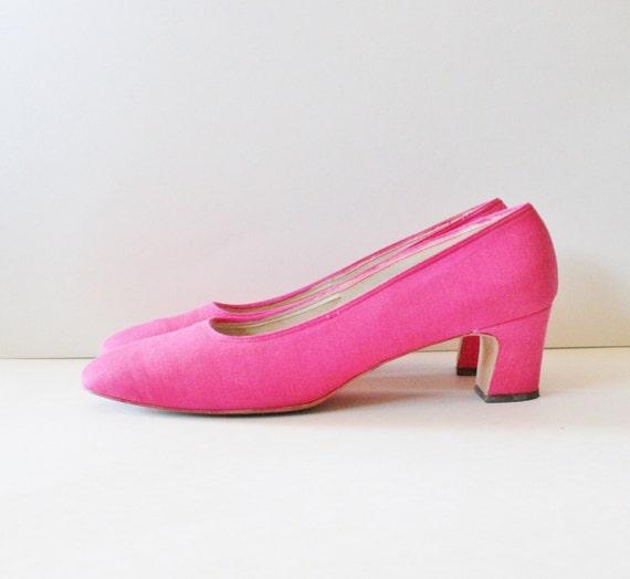 10 DOLLAR Sale Vintage 60s Holiday by Wise Pumps - Pink Heel - Women 9N