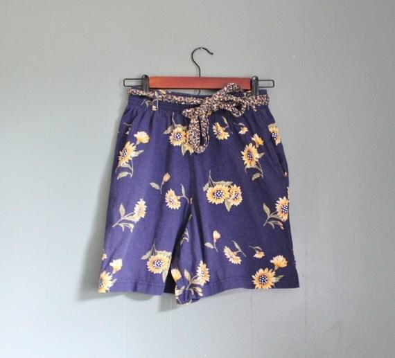15 Dollar Sale Vintage SUNFLOWER Pattern Shorts - Women Medium