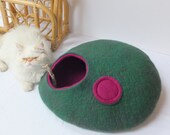 Cat cave/Cat bed/Cat house/Cat vessel. Handmade from natural wool