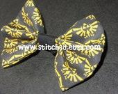 Legend of Zelda Triforce Eagle emblem crest Fabric hair bow in black