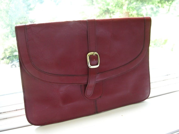 Vintage 70s 80s Large Genuine Leather Envalope Clutch Purse . Burgundy Merlot Wine Grape Red . Casual Boho Chic