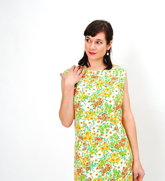 sale - Vintage 1960s Shift Dress - 60s Summer Dress - Orange & Yellow Daisies - Plus Size