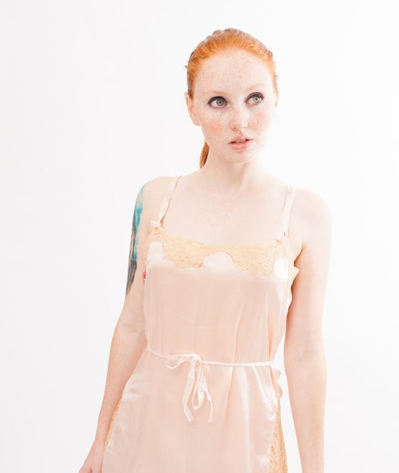 Vintage 1930s Lingerie - 30s Silk Chemise - Peach Silk Charmeuse with Ecru Chantilly Lace