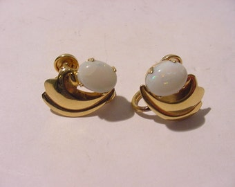 Vintage 1/20 12K Gold Filled Opal Screw On Earrings   12 - 419