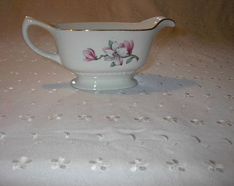 Vintage Homer Laughlin Gravy Boat Gravy Dish Liberty Shape Dogwood Pink Floral Pattern Made in The USA