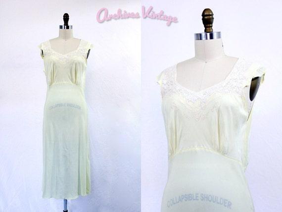 40% SALE 30s nightgown // 30s lingerie // pale yellow & lace bias cut rayon size M L