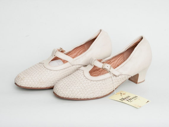 Size 10 T strap Mary Jane Heels Woven leather Beige Shoes NOS vintage