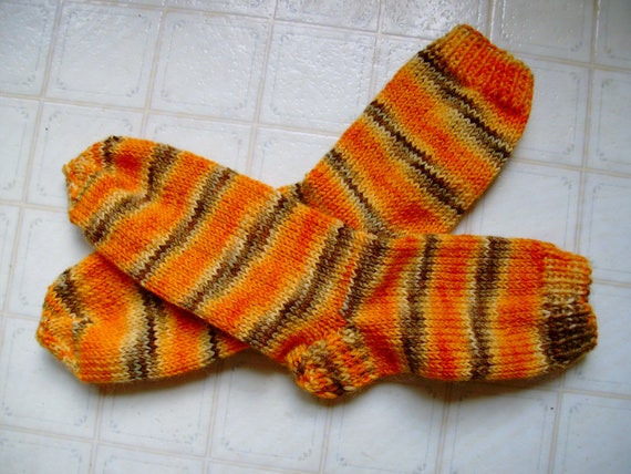 Hand Knit Soft And Warm  Women's Pure Hand Dyed Wool  Socks, Size 8 - 8.5  (9.75 inches length) - Free Shipping in US