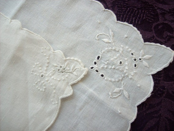 Set of two hand embroidered napkins from 1950s in off-white llinen