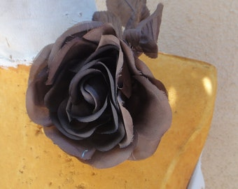Cute silk   flower  with pin  back 1 piece listing