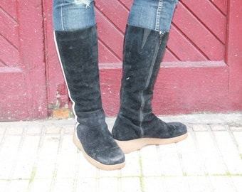 Fantastic Rare  Mod Suede boots with a slight platform and they are lined Size 8