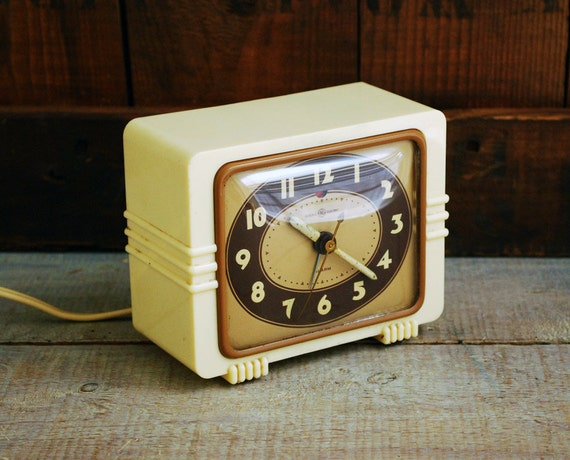Art Deco Ivory Bakelite Alarm Clock General Electric: art deco alarm clocks
