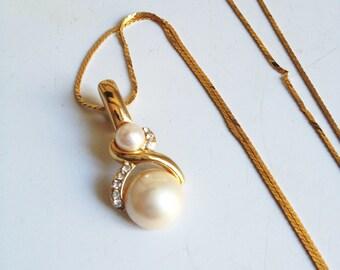 Faux Pearl Vintage Necklace