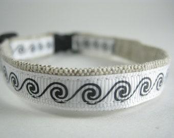 "Swirls and Curls organic cotton 1/2"" collar"