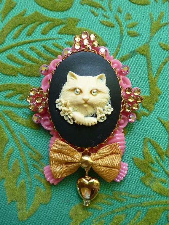 Sweet Garden Kitty Cameo Brooch in Pink with Whimsical Bows Swarovski Crystal Flowers Vintage Heart Drop and Sparkles Everywhere