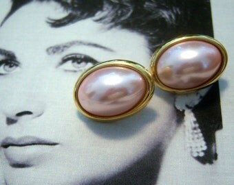 Trifari Champagne Pink Oval Faux Domed Pearl Earrings (pierced)