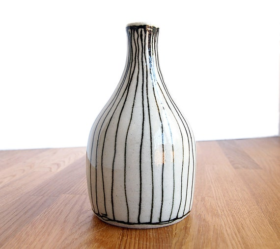 Ceramic-Black and White Line Bottle-Vase