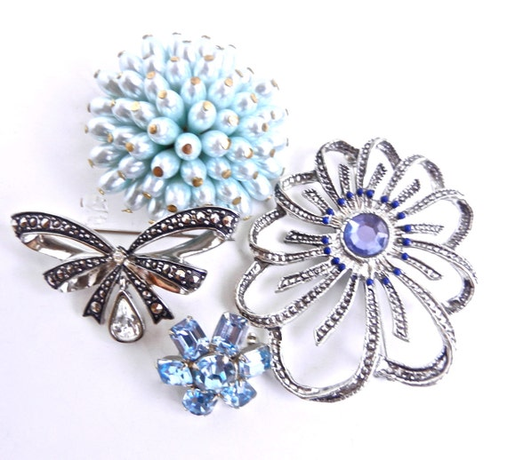 Vintage Lot of 4 Brooches / Flower, Bow, Beaded Brooch - Something Blue
