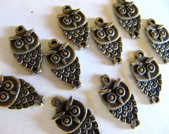 Owl CHARMS Pendants in Antiqued Bronze Tone, 18mm x 10mm, 10 Pieces