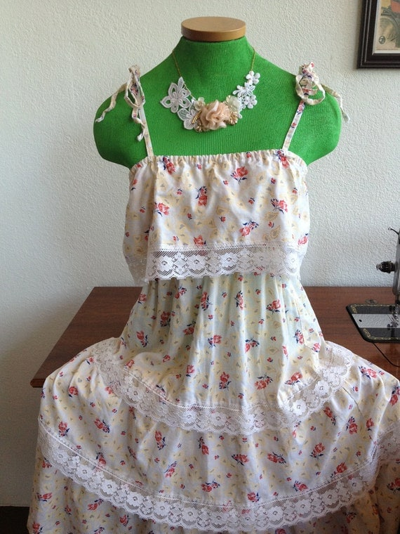SALE 25% off Vintage Floral Layered Ruffle Prairie Gunne Sax Dress Size Medium