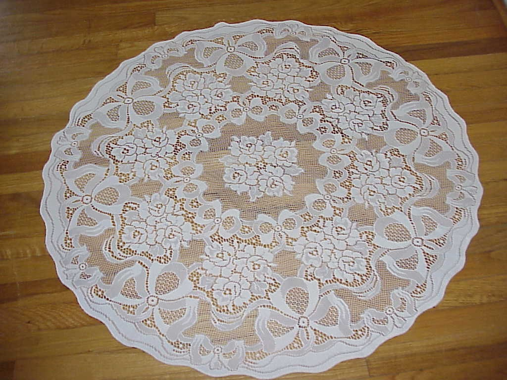 High Quality ... Small Vintage Round Lace Tablecloth. 🔎zoom