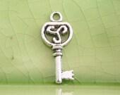 5 silver key charms pendants celtic swirl triple 3 waves fancy Victorian keys 22mm x 10mm - C0728-5