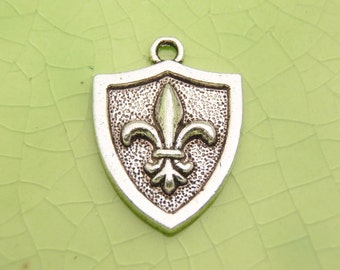 5 silver fleur de leis shield charms pendants weapon war protection battle fairytale once upon a time charming knight 23mm x 17mm - C0753-5