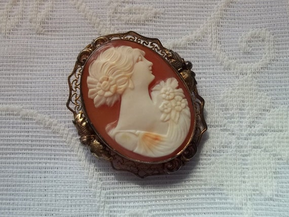 Shell Cameo Brooch in a 12K Gold Filled Setting