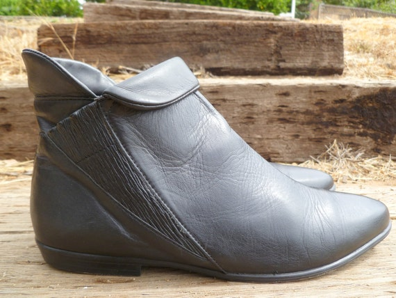 Black leather ankle boots - classic 1980s