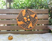 Halloween origami table topper