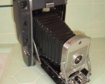 Vintage Polaroid Model 150 Land Camera