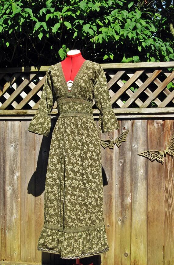 Vintage Bell Sleeve BATIK Maxi Hippie Festival Dress L