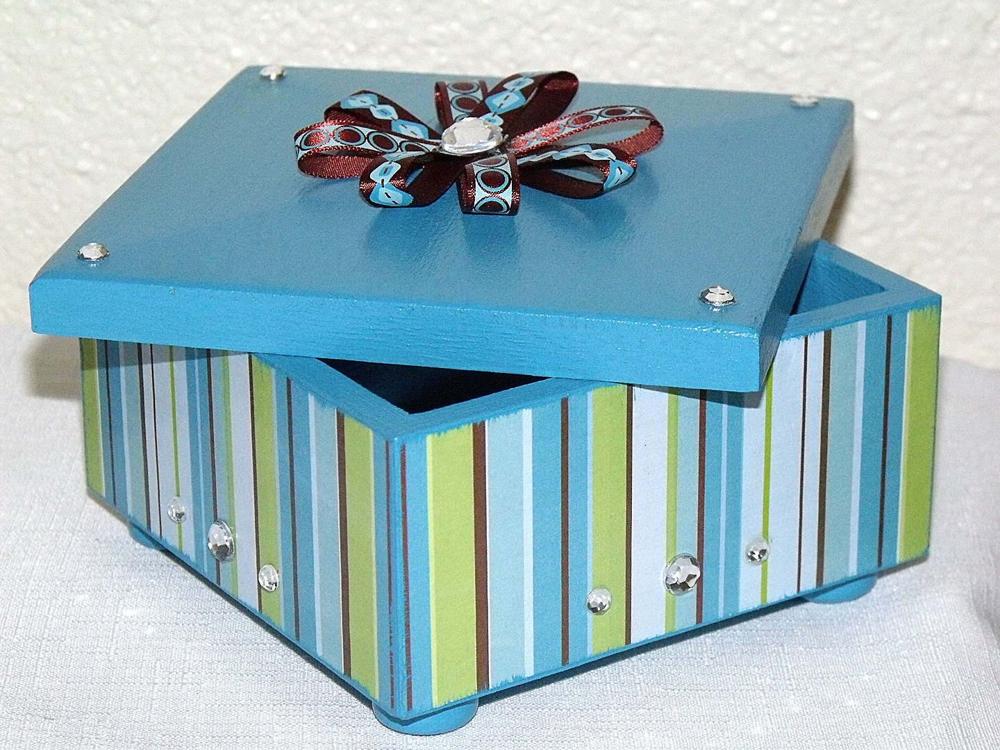 Jewelry box with lid turquoise brown and lime green girls for Small cardboard jewelry boxes with lids