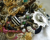 Assemblage Lot Mixed Metals Costume Pins Pearls Brooches including misc stuff Bag number 5024