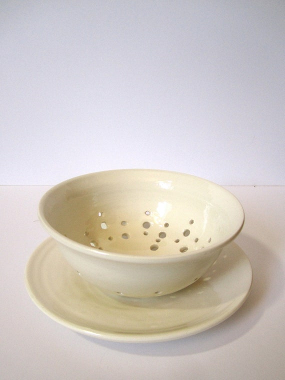 white glossy berry bowl with plate porcelain