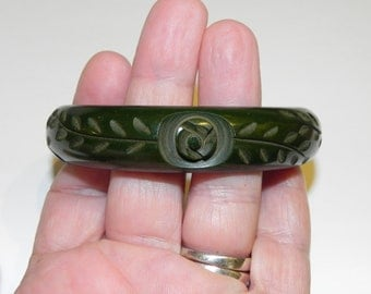 Art Deco Vintage Carved Bakelite Bangle Bracelet Green