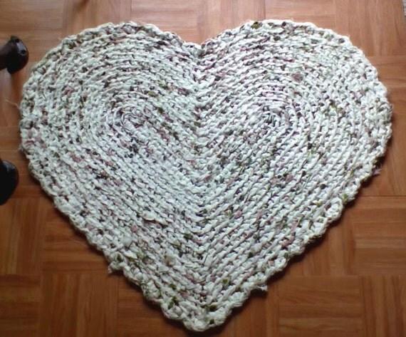 Hand Crocheted Country Heart Rag Rug - Scalloped edge - Ivory,Moss Green,Burgandy