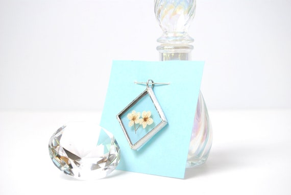 Stained Glass Real Flower Jewelry Bevel Glass Pendant Real Wildflower Necklace (1081)