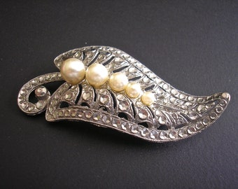 Vintage Silver Tone and Pearl Sparkly Brooch, Pin