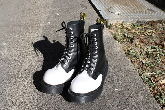 vintage 90s GOTH GRUNGE platform black and white leather steel toe 10 eye lace up doc marten boots womens size 9 US