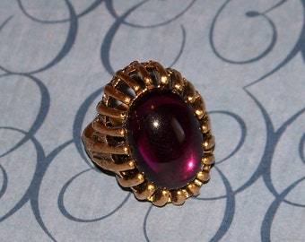 1950s adjustable Costume Jewelry Ring Gold colored Metal with Purple stone