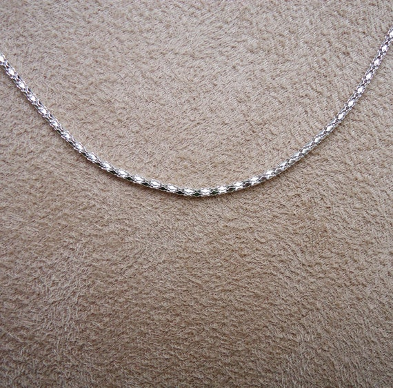 Beautiful Textured 2mm Chain 23''